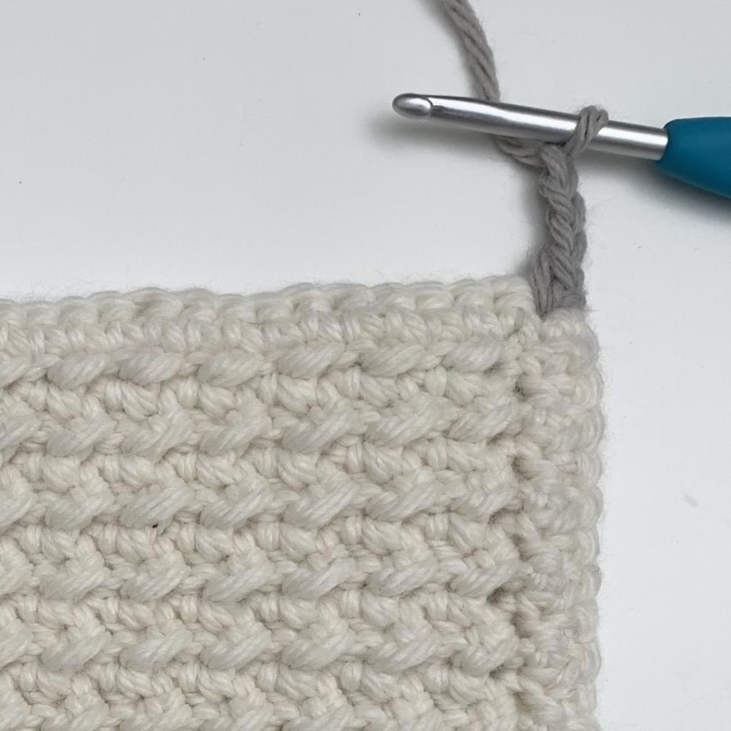 crochet pom pom border tutorial beginning