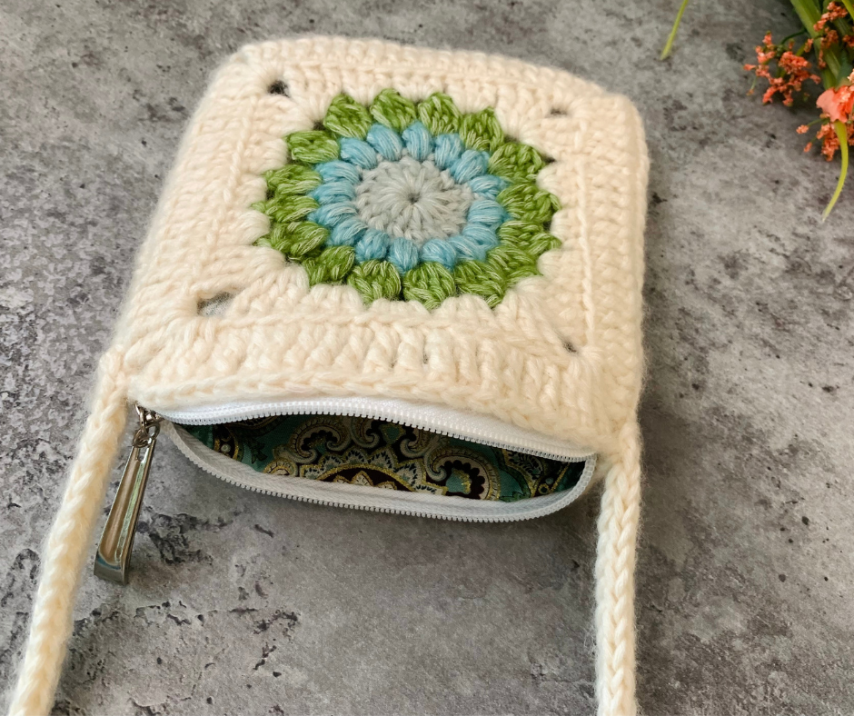 Granny square bag is completed